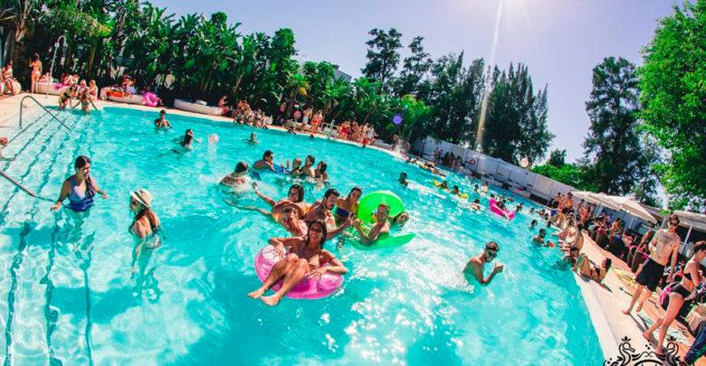Photo of Welcome Erasmus Pool Party en Mare Hotel