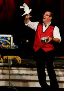Espectáculo de magia con el Mago Franky en la Biblioteca de Montequinto
