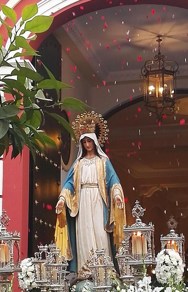 Procesión de la Virgen Milagrosa del colegio Sagrada Familia 2018